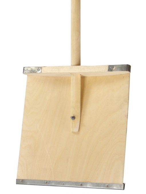 Лопата для снега дерев.380*380 с дер.черенком